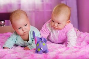 Cum comunica bebelusi gemeni