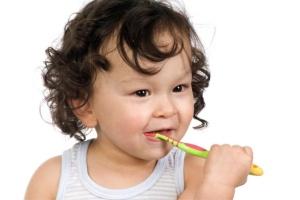 ingrijirea dintilor de lapte