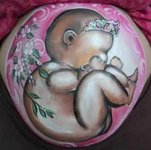 bebelus printesa in burtica