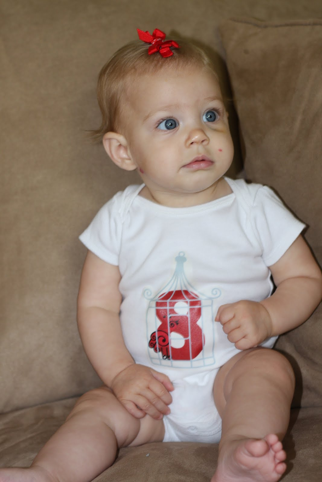 copil la 8 luni