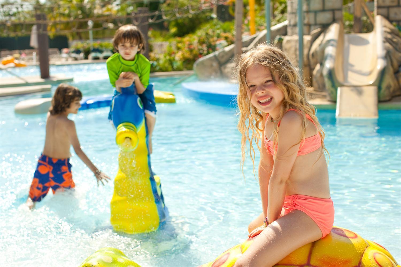 Copii la piscina