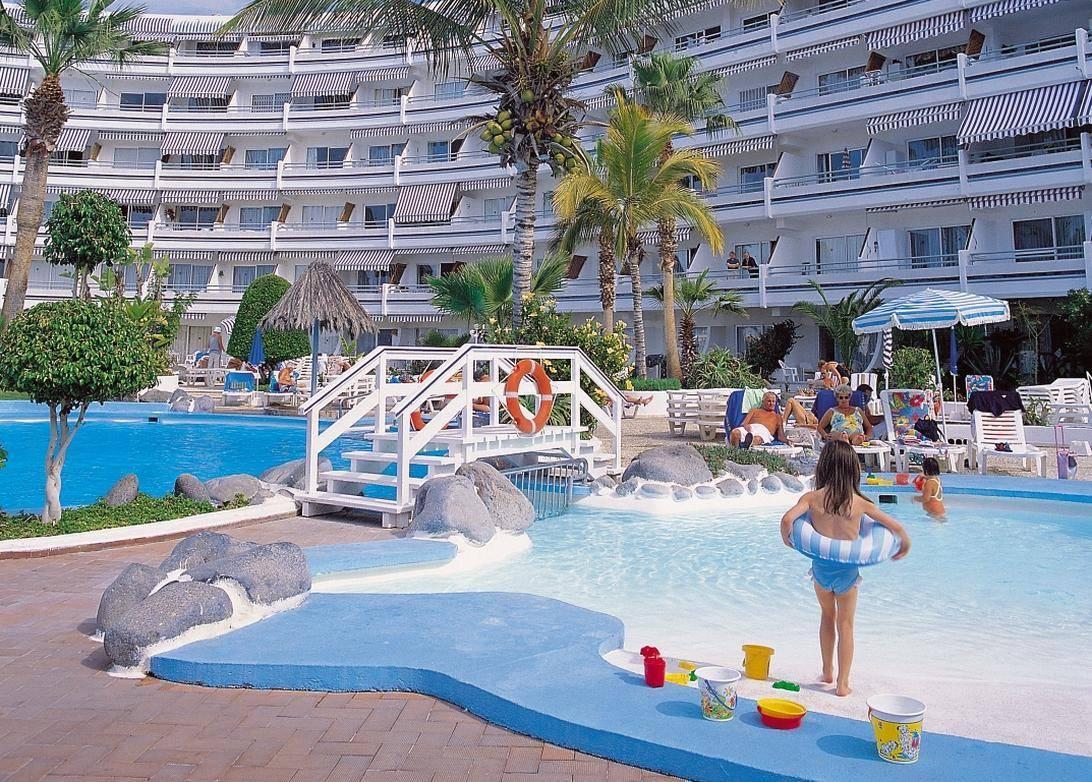 Hotel cu piscina mare in tenerife blogul mamicilor for Hotel cu piscina