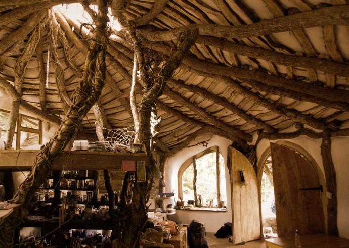 Casa semi-ingropata din lemn de stejar