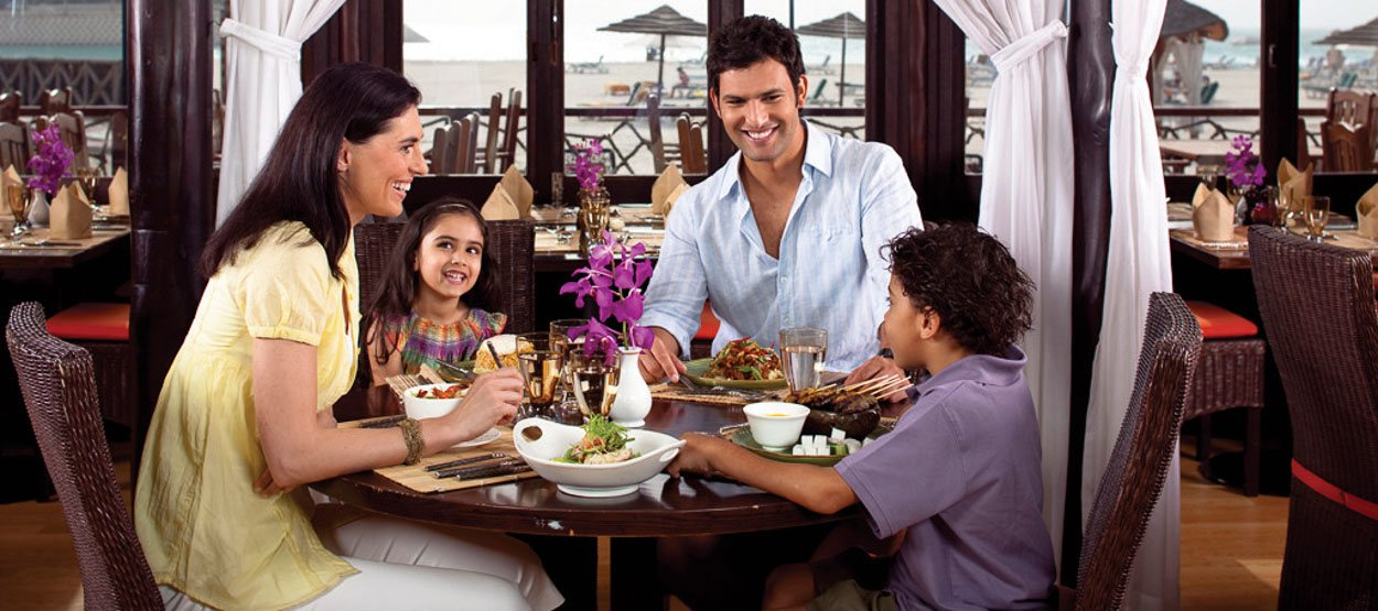 jumeirah-beach-hotel-restaurants-beachcombers-04-hero