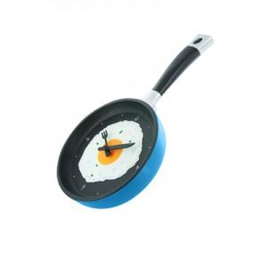 tigaie pentru mic dejun cu ceas