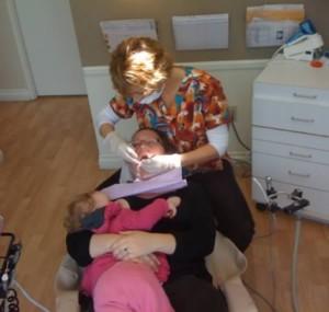 Alapteaza in timp ce este la dentist
