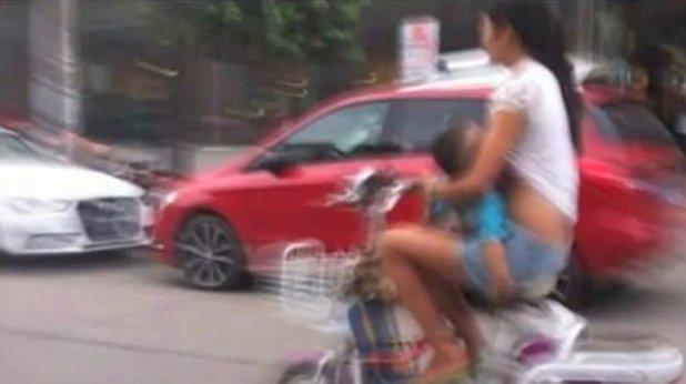 alapteaza pe scuter