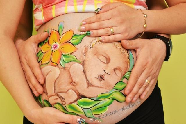 Cum doarme bebe in burtica - pictura de  Simona Niculae