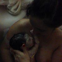 Cum a fost sa-mi tin pentru prima oara fetita in brate dupa o nastere in apa